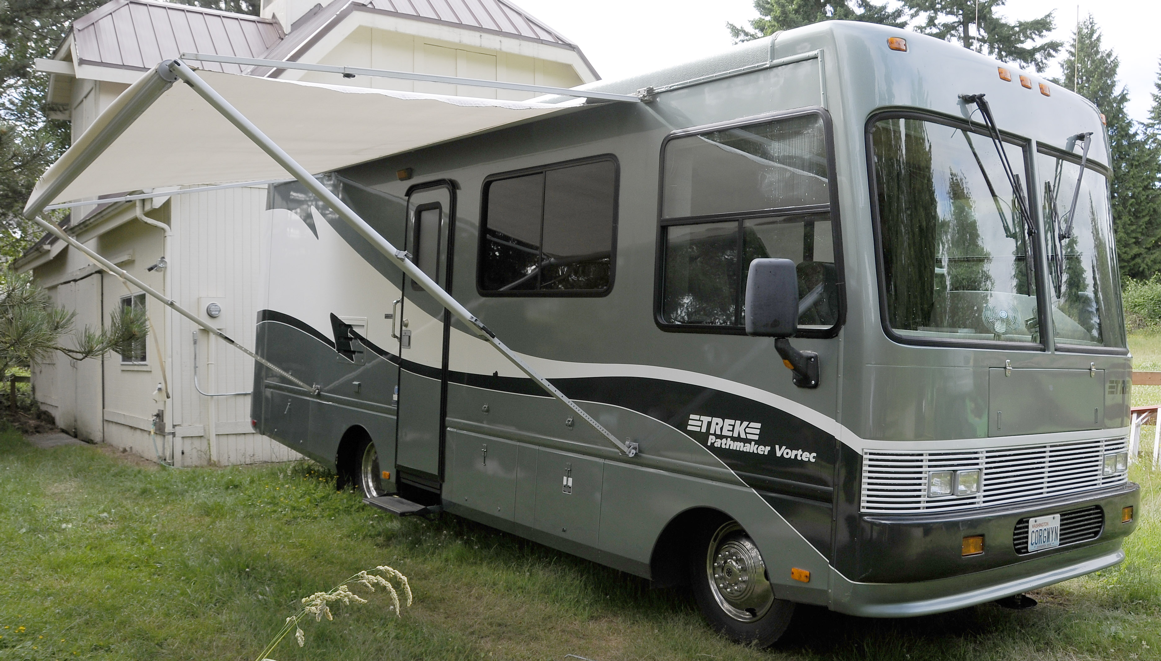 Leo and Kathy's Place: For Sale: 1999 Safari Trek 26' Gas RV