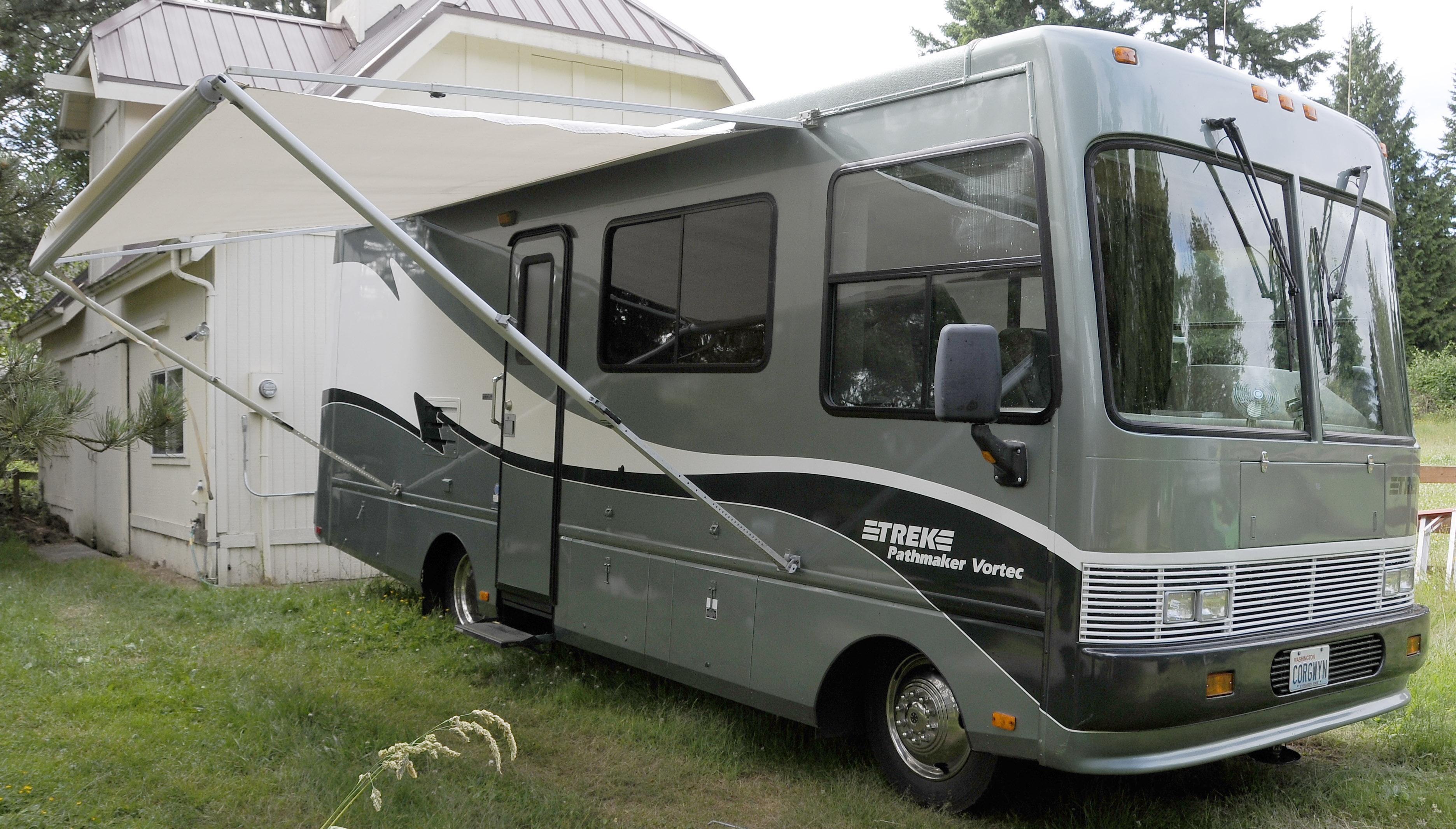 Leo & Kathy's Place: For Sale: 1999 Safari Trek 26' Gas RV