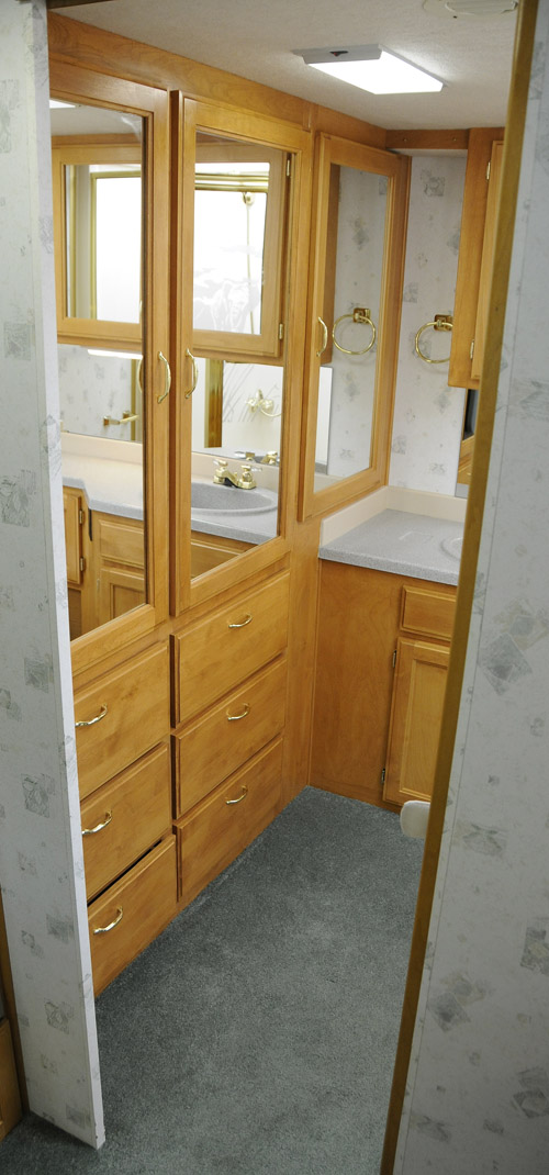 1999 Safari Trek - Bathroom Storage